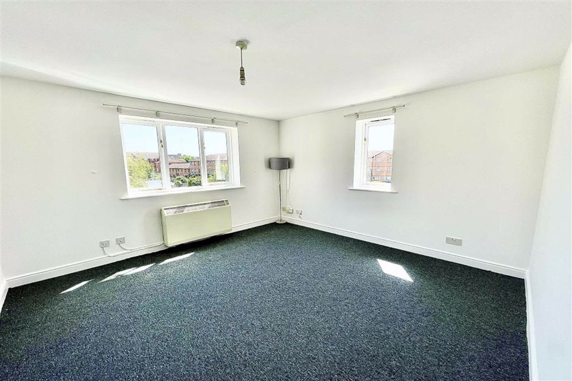 1 bed flat to rent in Harlinger Street, Woolwich, SE18