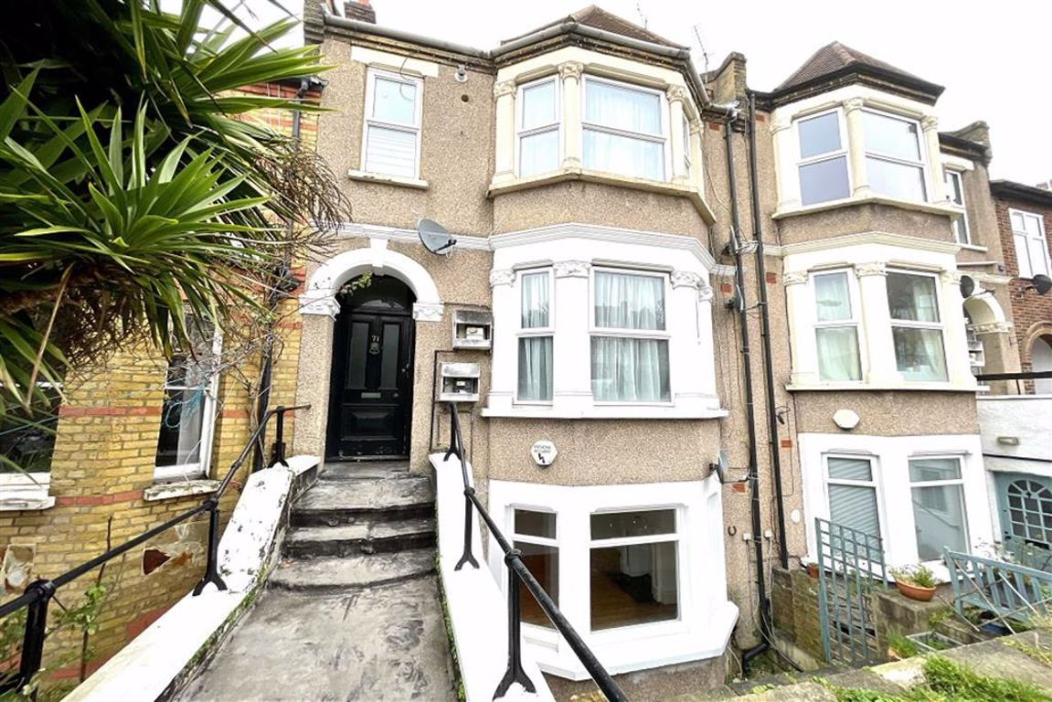 2 bed flat to rent in Genesta Road, Shooters Hill, SE18