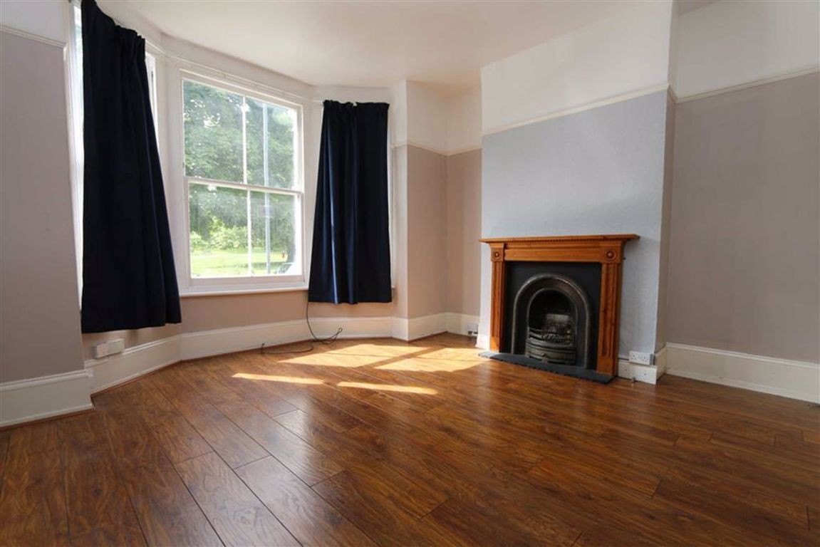 2 bed maisonette to rent in St Margarets Grove, Plumstead  - Property Image 1