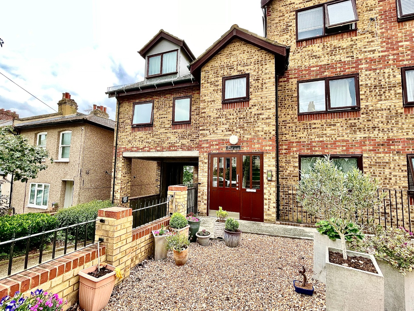 2 bed apartment for sale in Cantwell Road, London, SE18
