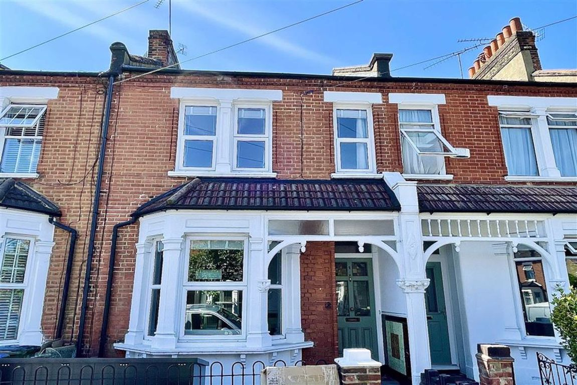 3 bed terraced house to rent in Macoma Terrace, Plumstead  - Property Image 1