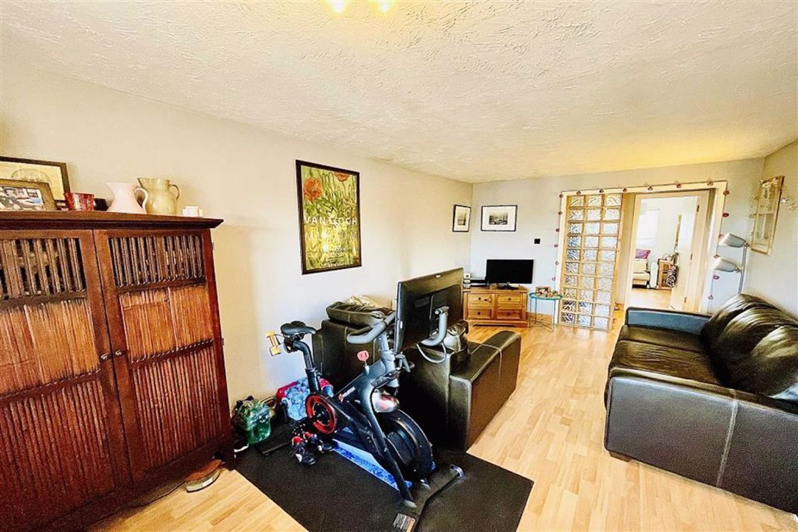 2 bed flat for sale in Garrison Close, Shooters Hill, SE18