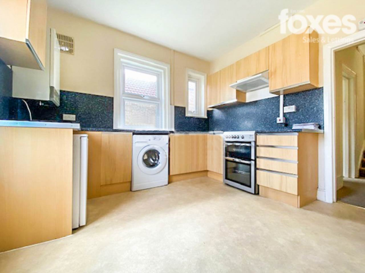 2 bed flat to rent in Poole Road, Branksome 0