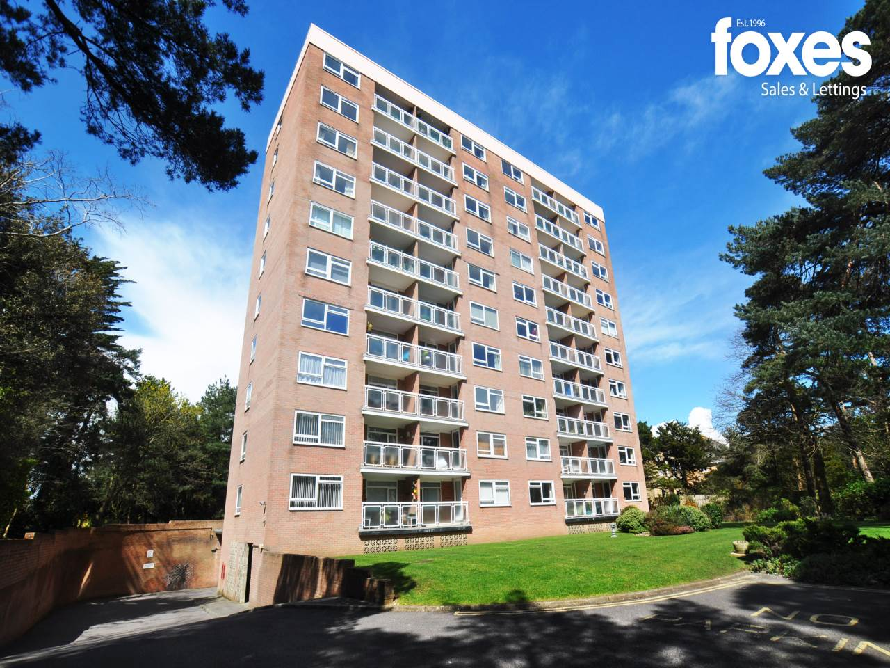 2 bed flat to rent in Christchurch Road, Bournemouth, BH1