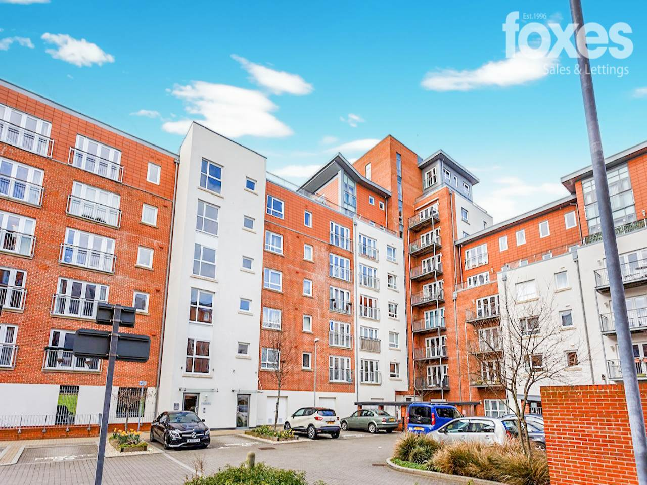 2 bed flat to rent in Avenel Way, Poole, BH15