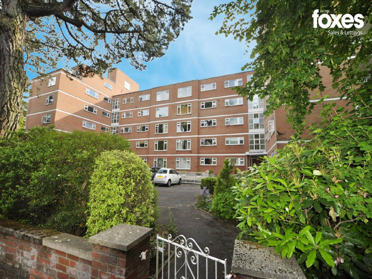 3 bed flat to rent in Dean Park Road, Dean Park, BH1