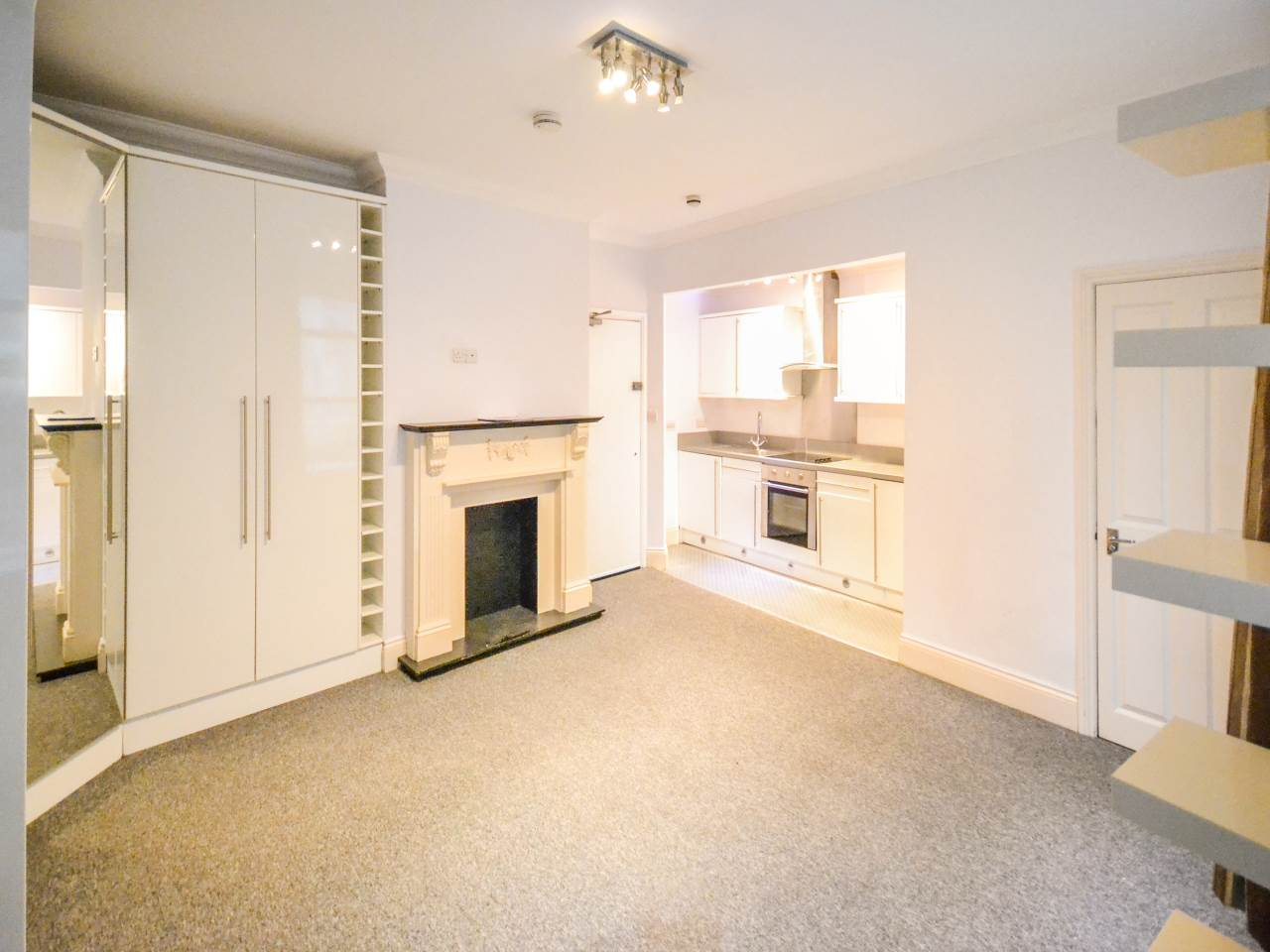 * TOWN CENTRE STUDIO * GROUND FLOOR * MODERN KITCHEN * SHOWER ROOM * BUILT IN WARDROBES * CLOSE TO TOWN CENTRE & BEACHES * IDEAL BUY TO LET *