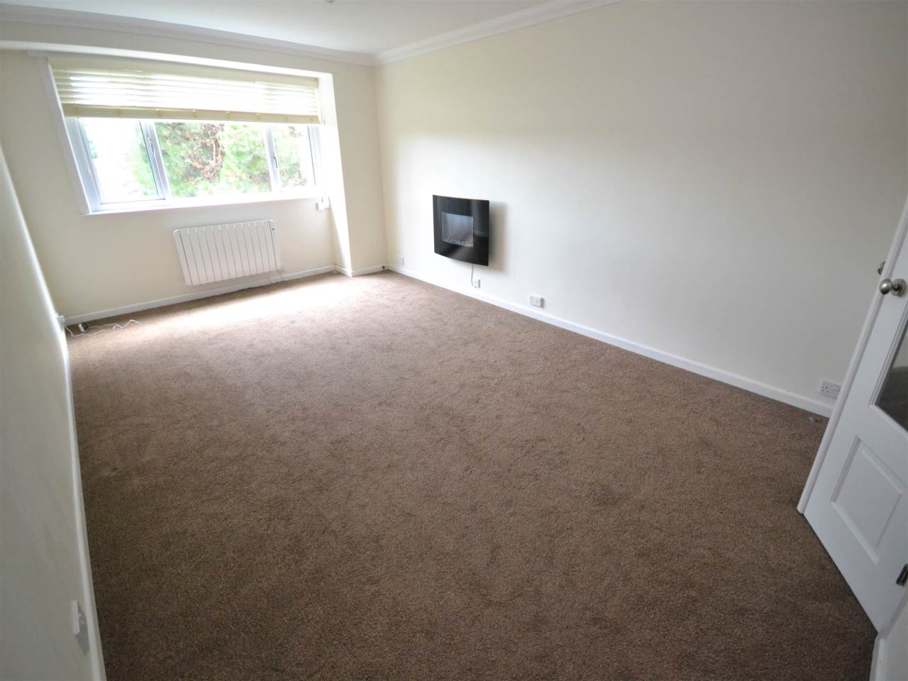 2 bed flat for sale in Magnolia House, Redhill Drive 1