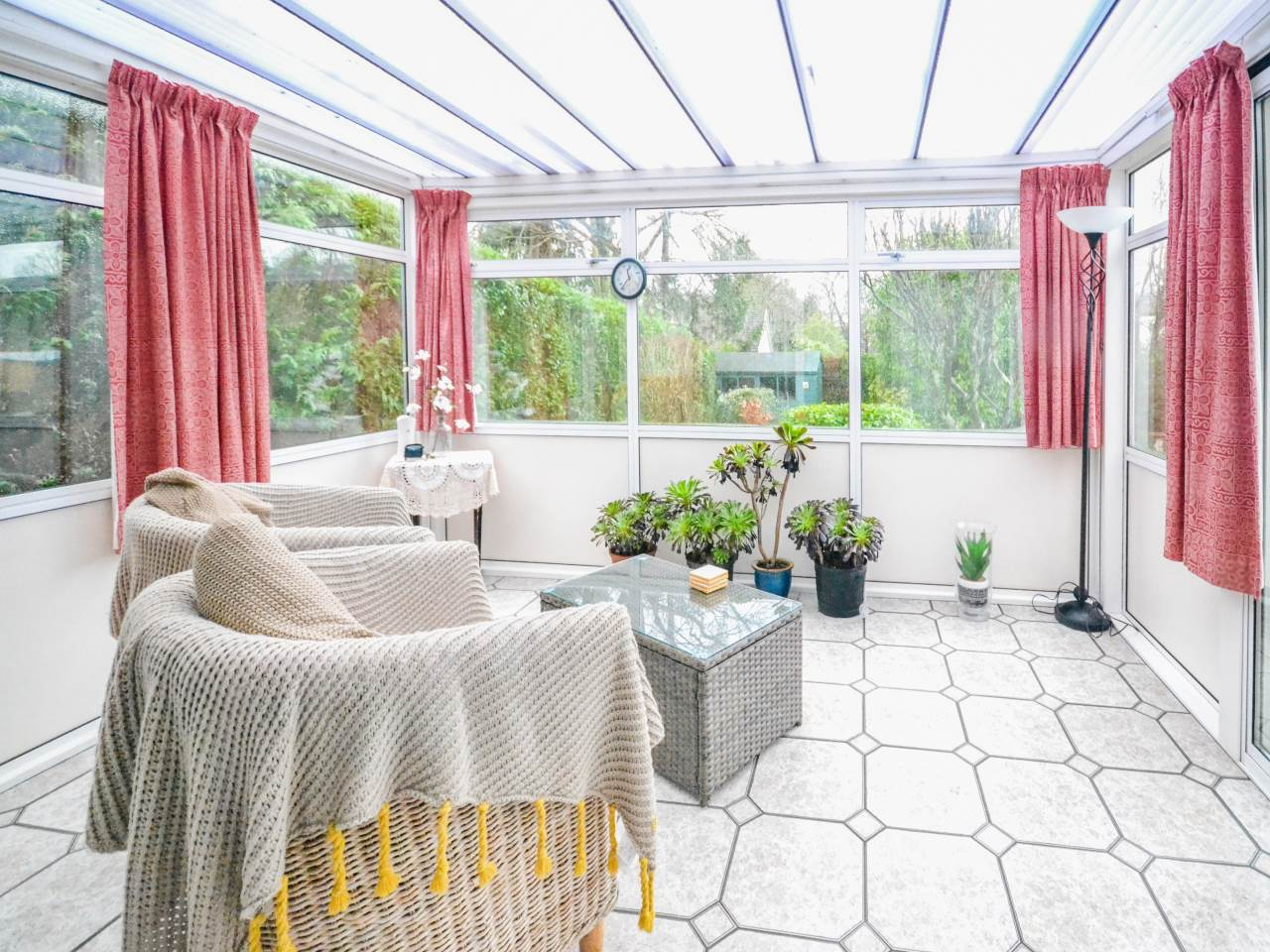 2 bed bungalow for sale in Martins Drive, Ferndown  - Property Image 9
