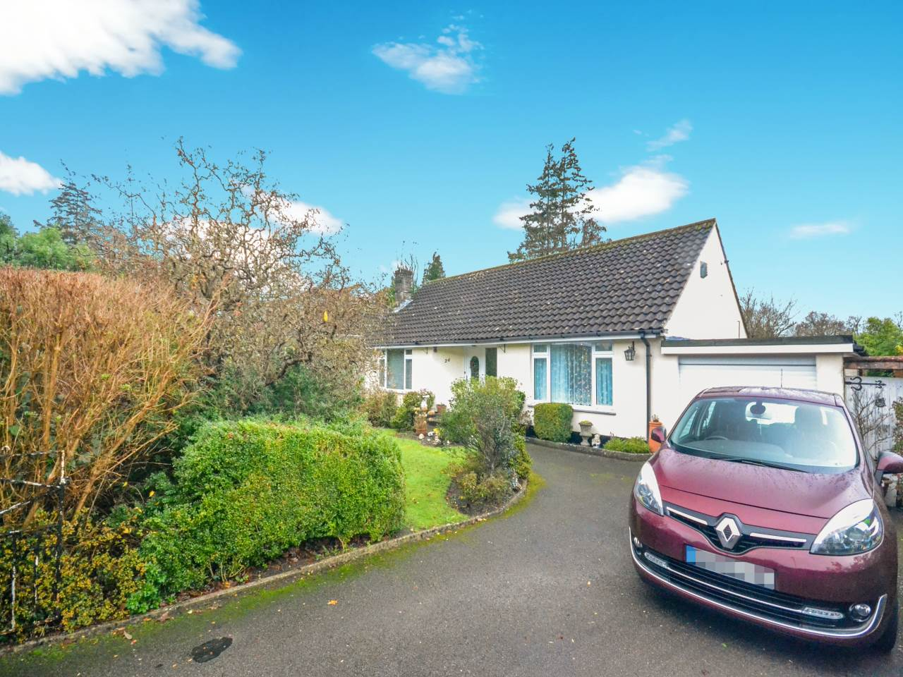 2 bed bungalow for sale in Martins Drive, Ferndown - Property Image 1