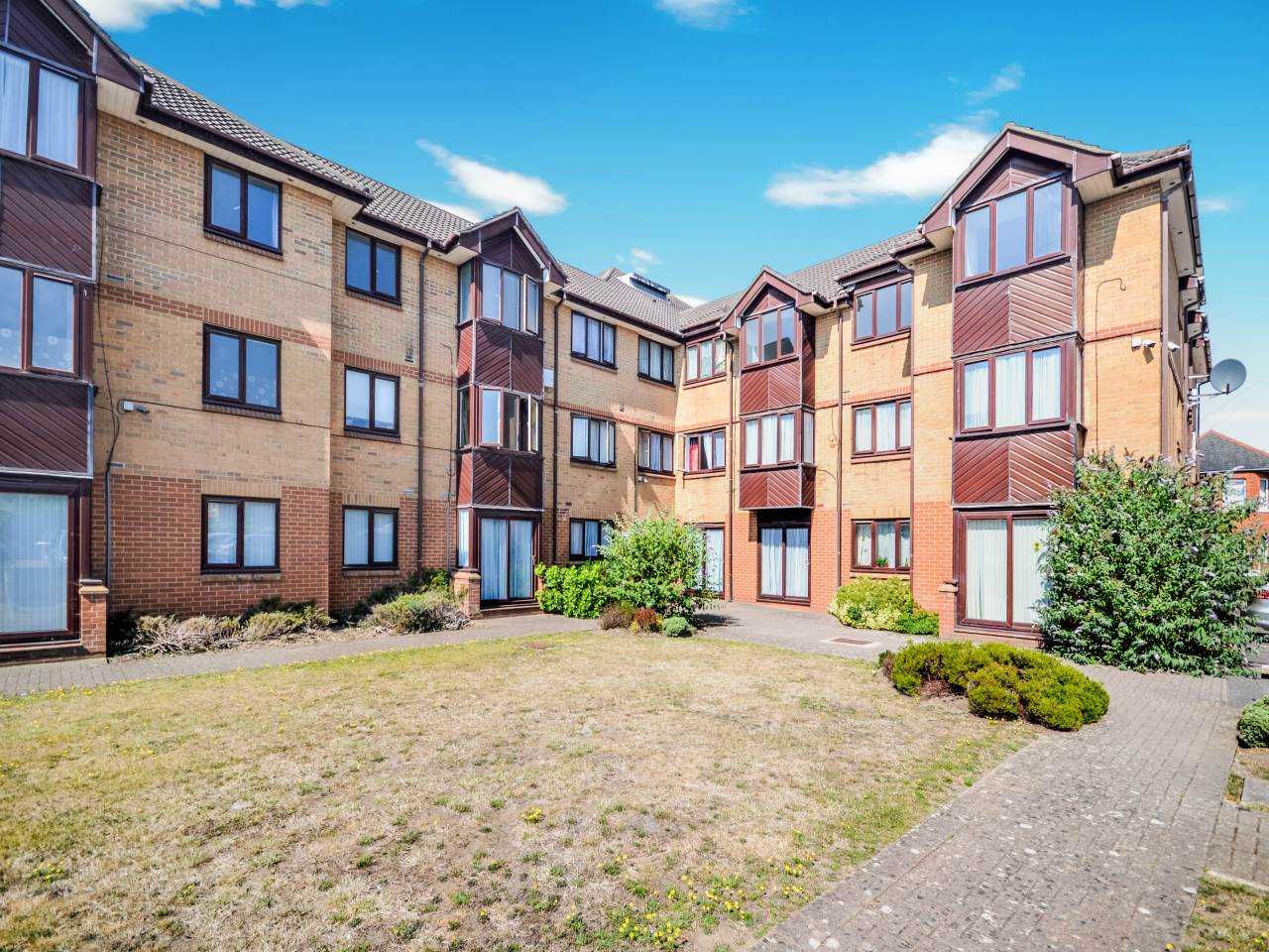 1 bed flat for sale in St Clements Court, 65 Cleveland Road - Property Image 1