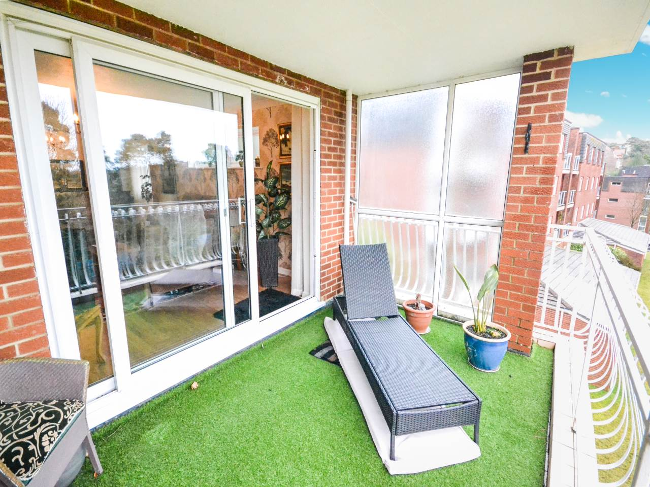 3 bed flat for sale in Fairview Park, Overbury Road  - Property Image 6