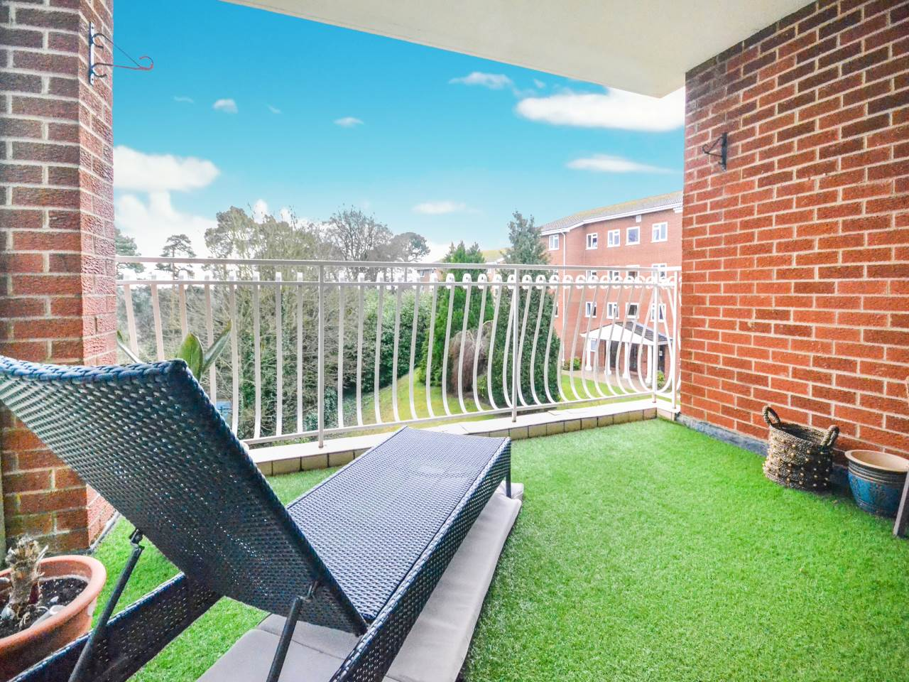 3 bed flat for sale in Fairview Park, Overbury Road 6