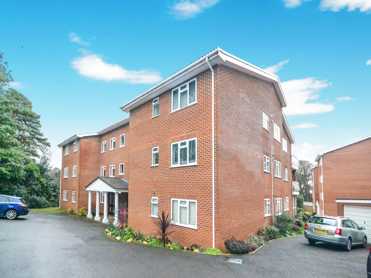 3 bed flat for sale in Fairview Park, Overbury Road 16