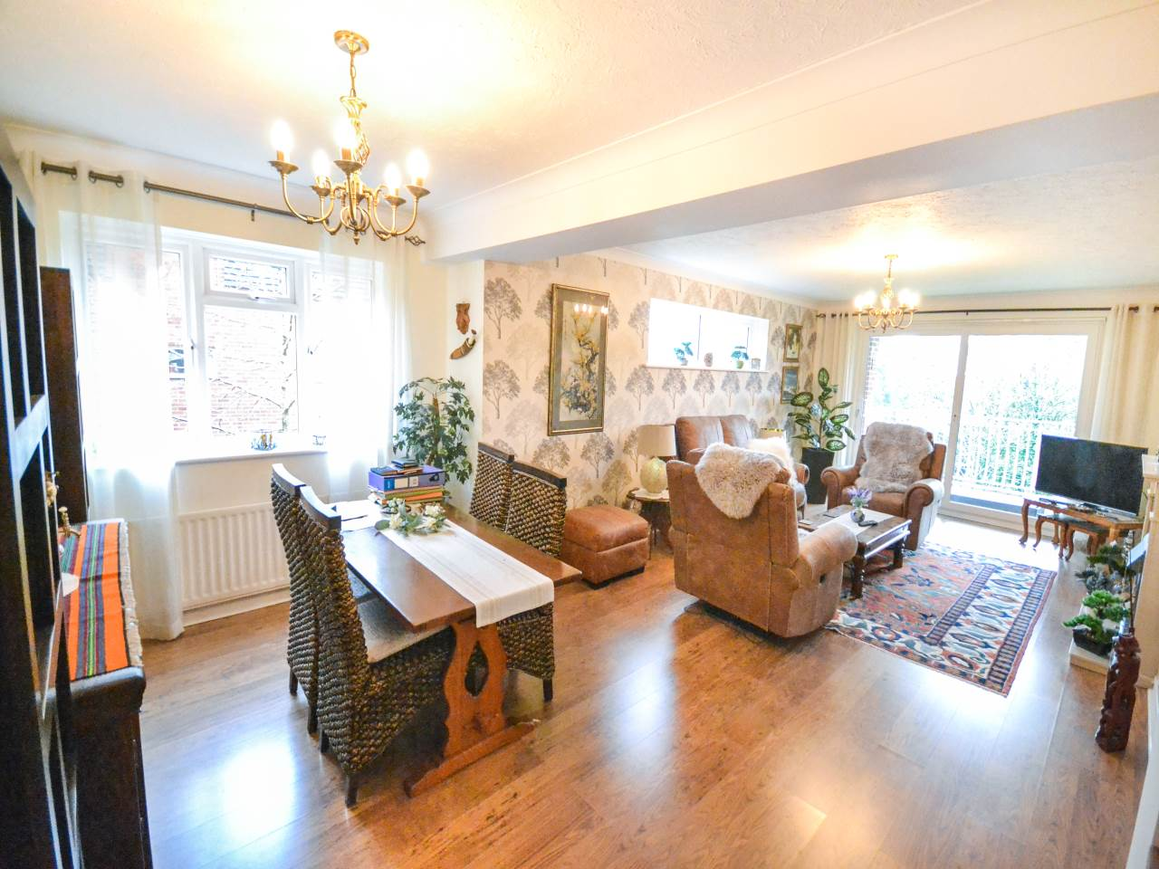 3 bed flat for sale in Fairview Park, Overbury Road  - Property Image 2