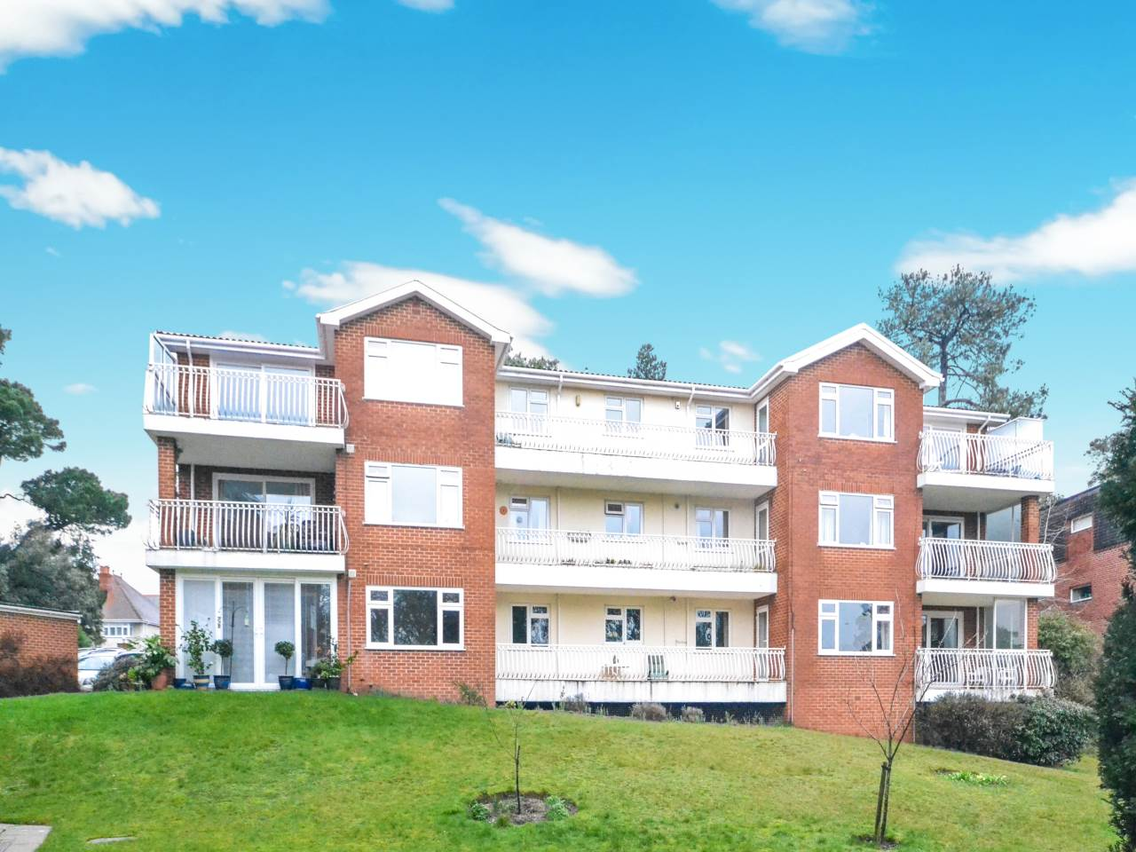 3 bed flat for sale in Fairview Park, Overbury Road - Property Image 1
