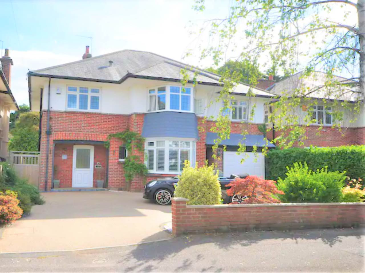 * DETACHED HOUSE * FOUR DOUBLE BEDROOMS * LUXURIOUS BATHROOM * EN SUITE TO MASTER * TWO RECEPTION ROOMS * KITCHEN/DINER * LANDSCAPED SOUTH FACING GARDENS * GARAGE & PARKING *