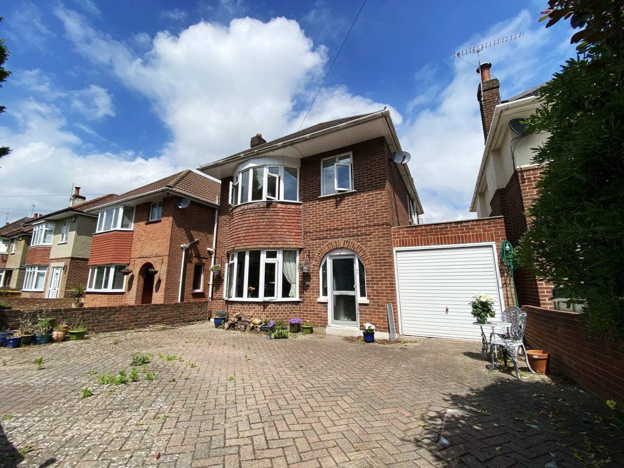 * DETACHED HOUSE * THREE BEDROOMS * LOUNGE/DINER * CONSERVATORY * KITCHEN/DINER * INTEGRAL GARAGE * PRIVATE GARDEN * OFF ROAD PARKING * EXCELLENT AREA * GREAT LOCAL SCHOOLS * EXCELLENT LOCAL AMENITIES *