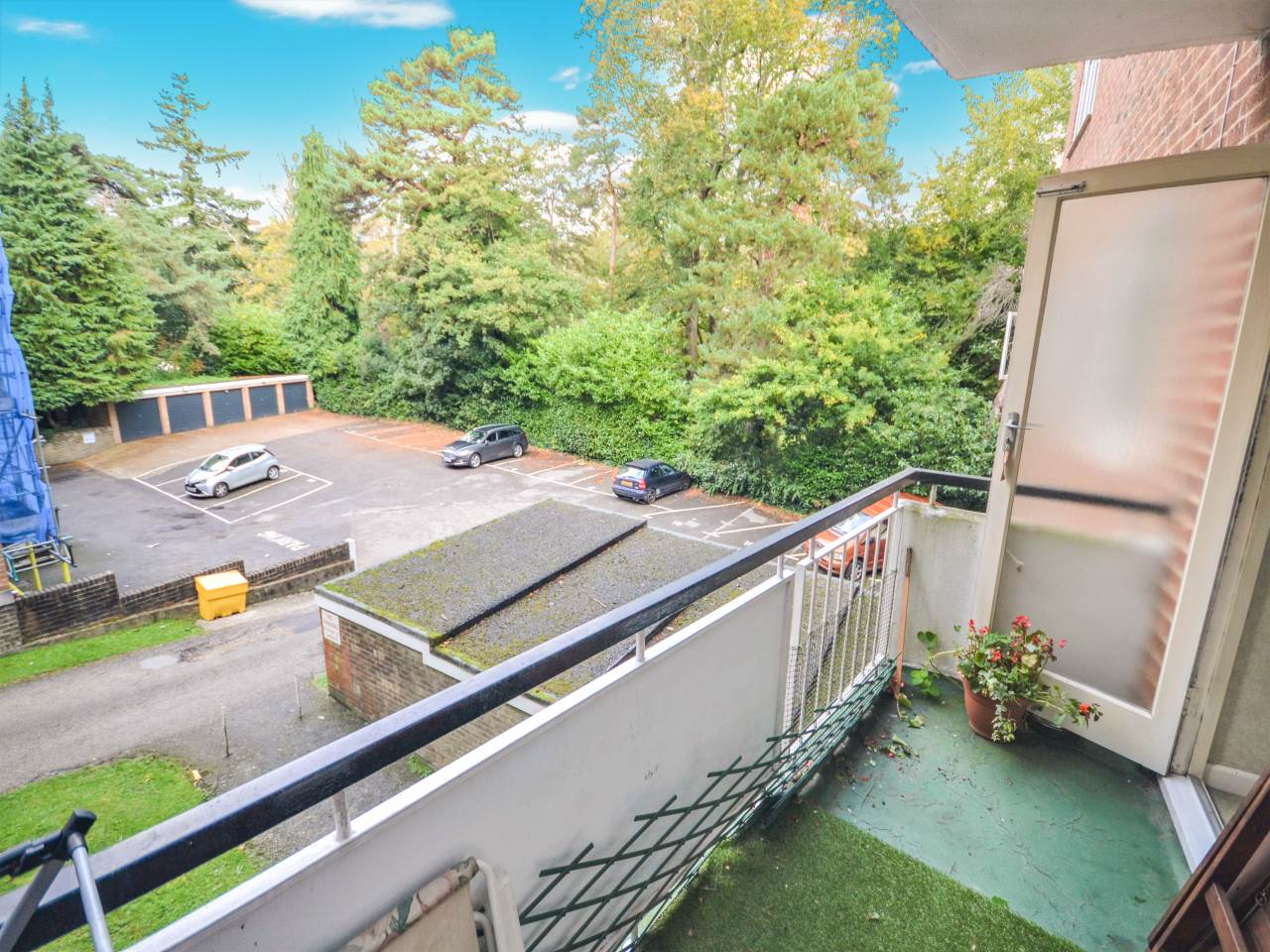 2 bed flat for sale in Guildford Court, 29 Surrey Road 9