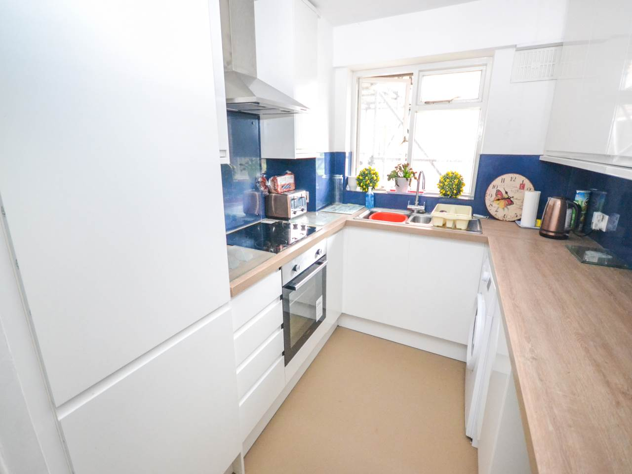 2 bed flat for sale in Guildford Court, 29 Surrey Road  - Property Image 3