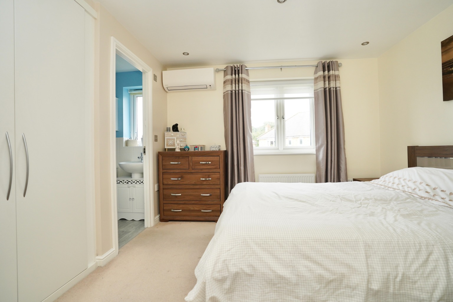 3 bed end of terrace house for sale in Stone Hill, Cambridgeshire  - Property Image 5