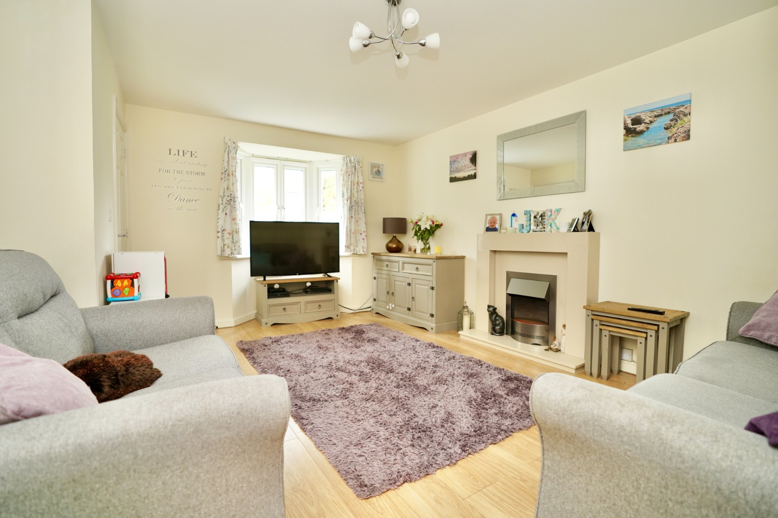 3 bed end of terrace house for sale in Stone Hill, Cambridgeshire  - Property Image 2
