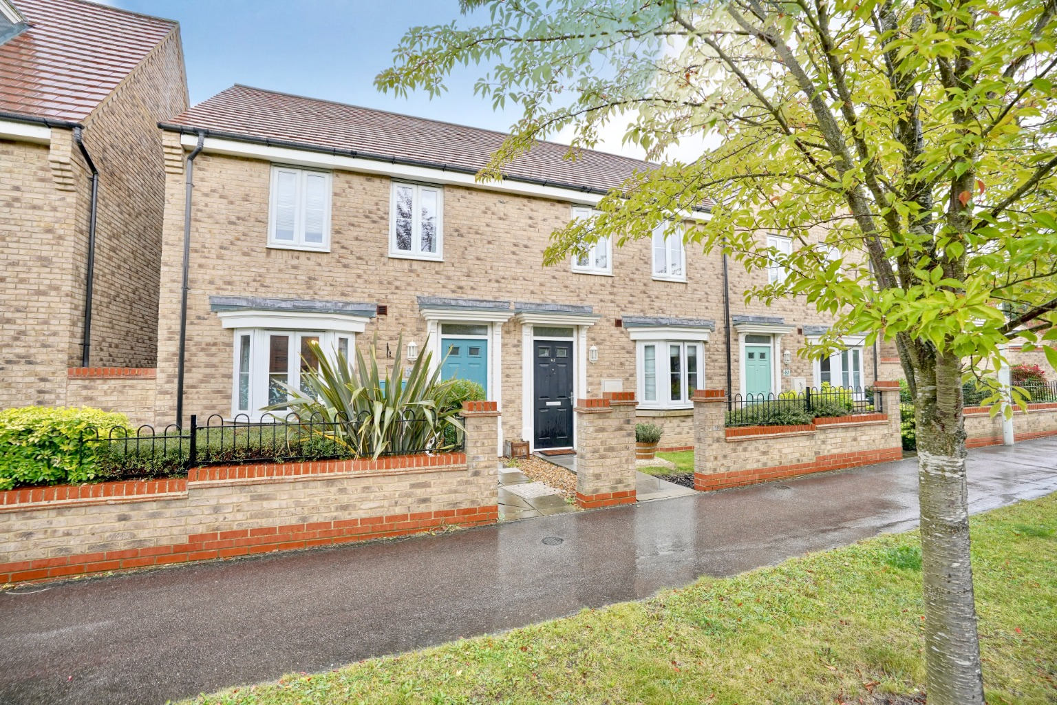 3 bed end of terrace house for sale in Stone Hill, Cambridgeshire  - Property Image 1