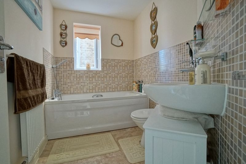 3 bed end of terrace house for sale in Stone Hill, Cambridgeshire  - Property Image 9