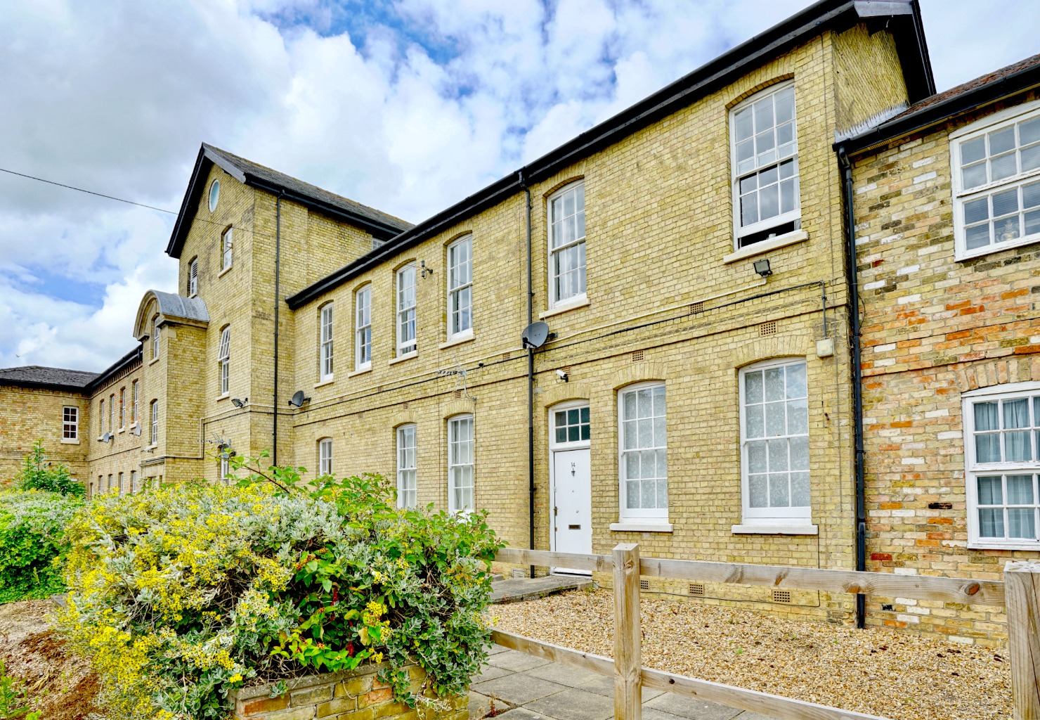 1 bed ground floor flat for sale in Linclare Place, St. Neots, PE19