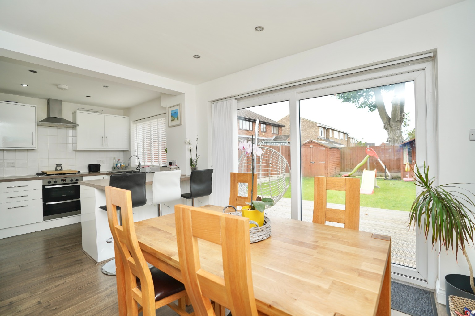 3 bed semi-detached house for sale in Burns Court, St. Neots  - Property Image 5