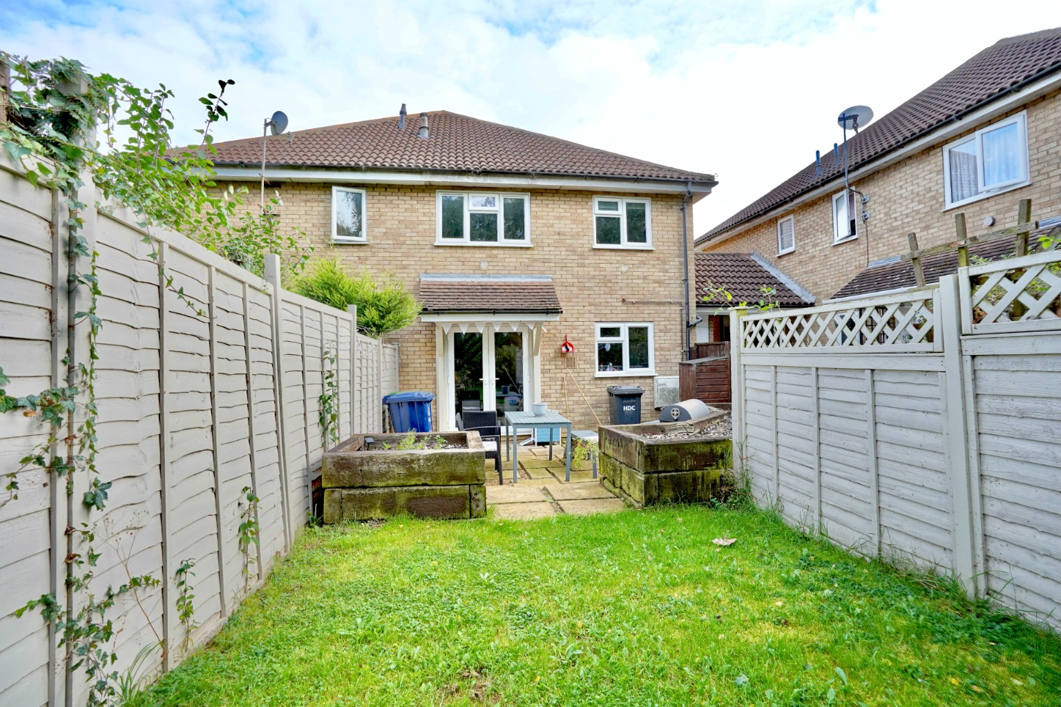 2 bed terraced house for sale in Meadowsweet, St. Neots 0