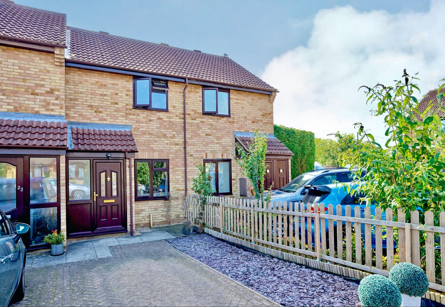 2 bed terraced house for sale in Swallowfield, Bedford  - Property Image 1