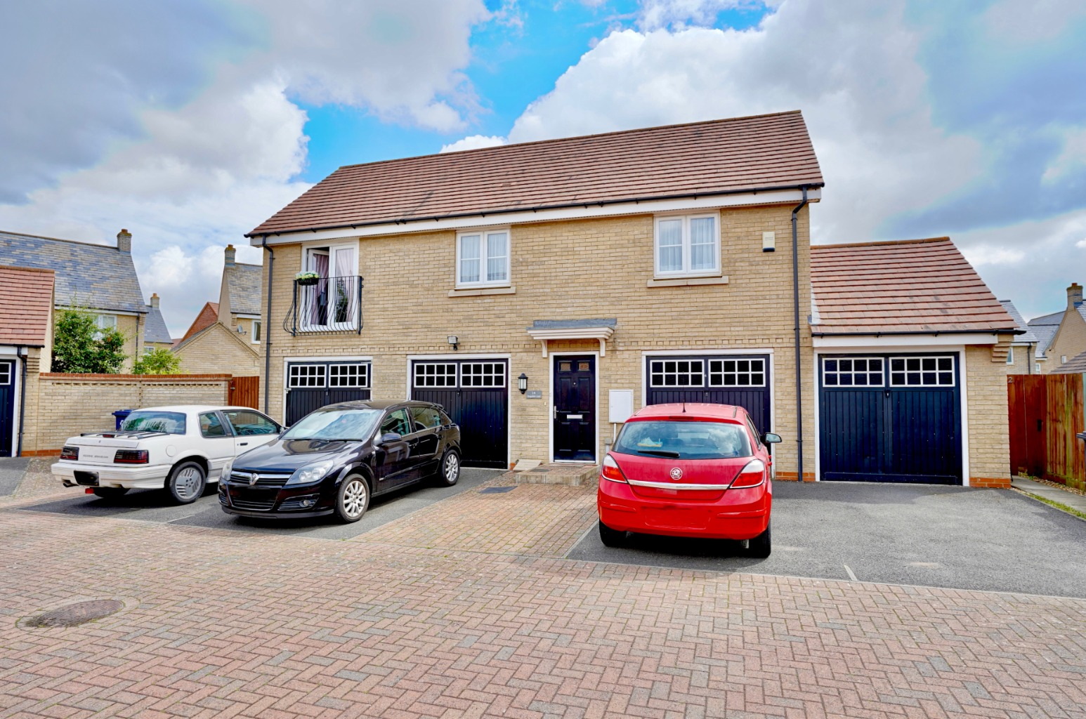 2 bed detached house for sale in Hogsden Leys, St. Neots  - Property Image 1