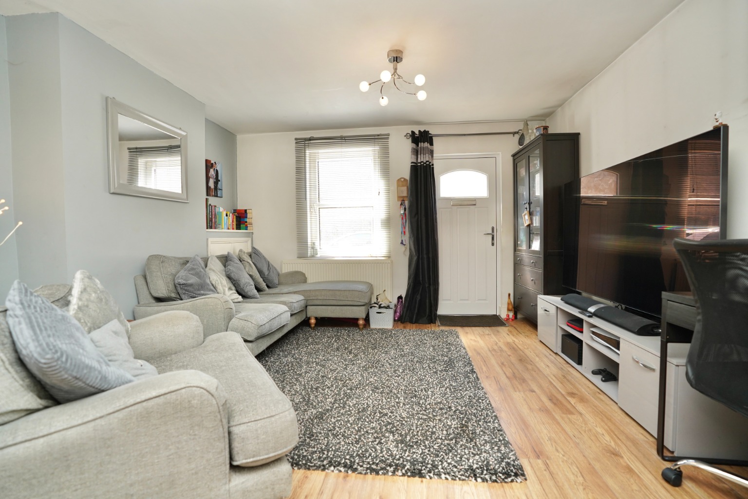 2 bed end of terrace house for sale in East Street, St. Neots 1