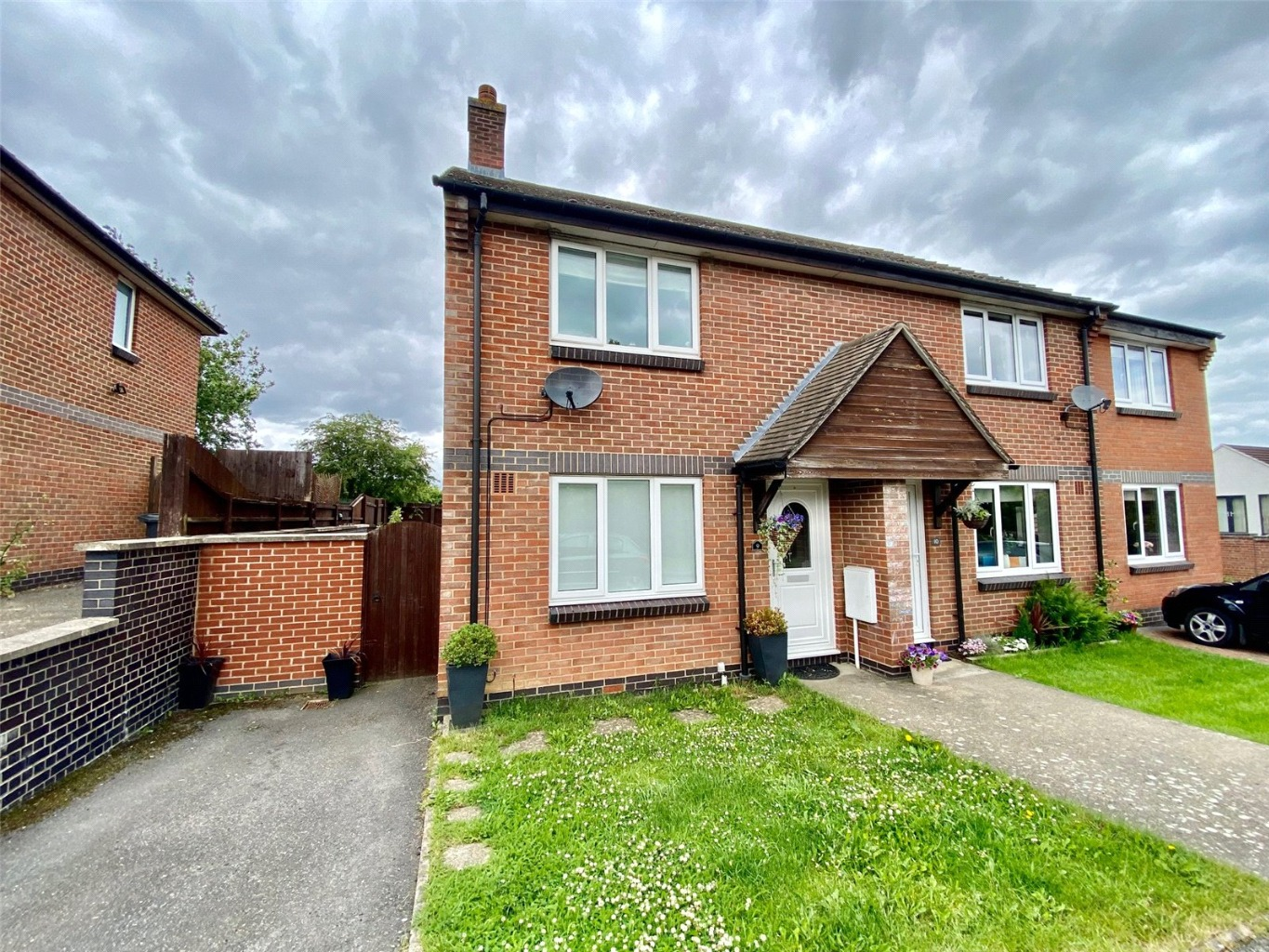2 bed semi-detached house for sale in Field Close, St. Neots - Property Image 1