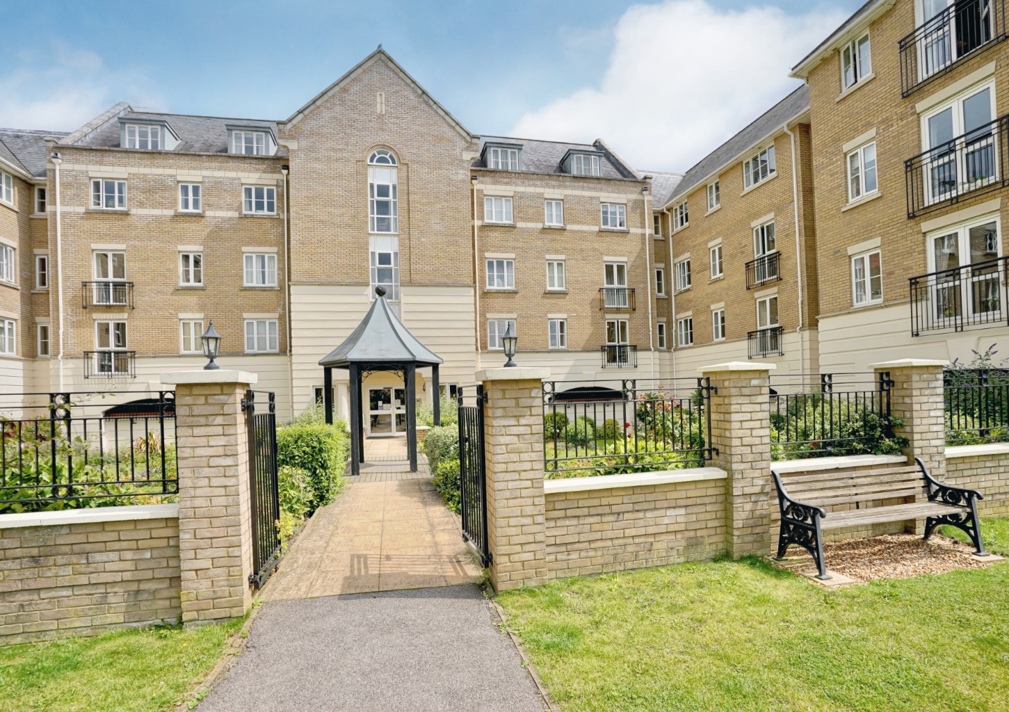 2 bed apartment for sale in Cavendish Court, Crosshall Road, St. Neots  - Property Image 1