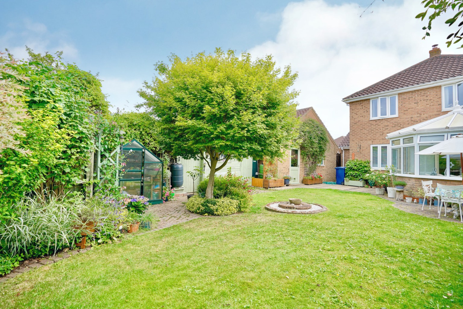 4 bed detached house for sale in Alsyke Close, Huntingdon - Property Image 1