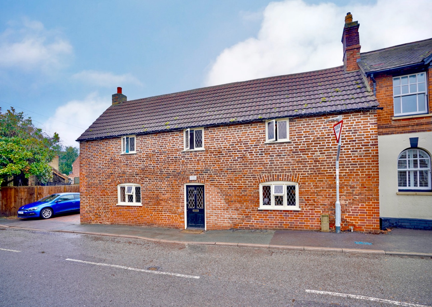 5 bed detached house for sale in Station Lane, St. Neots - Property Image 1