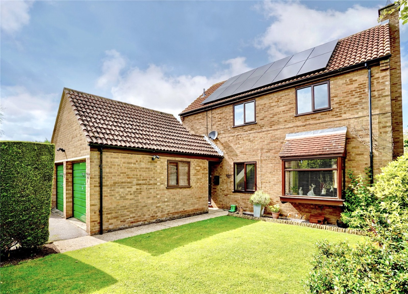 4 bed detached house for sale in Chestnut Close, Huntingdon - Property Image 1
