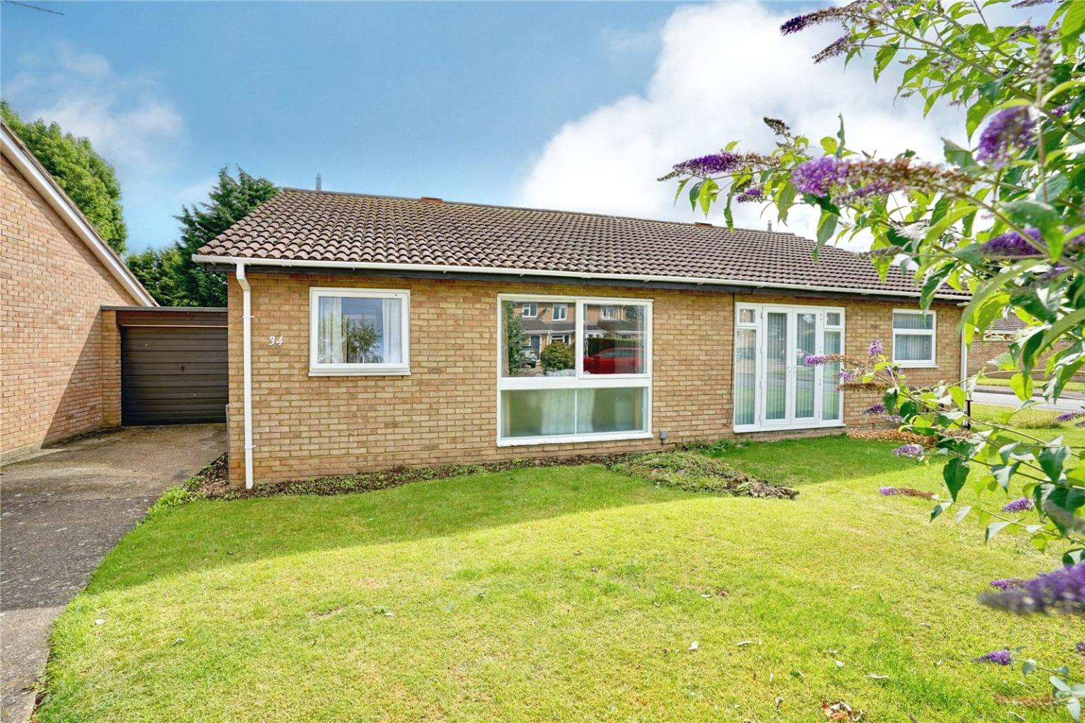 2 bed semi-detached bungalow for sale in Simpkin Close, St. Neots  - Property Image 1