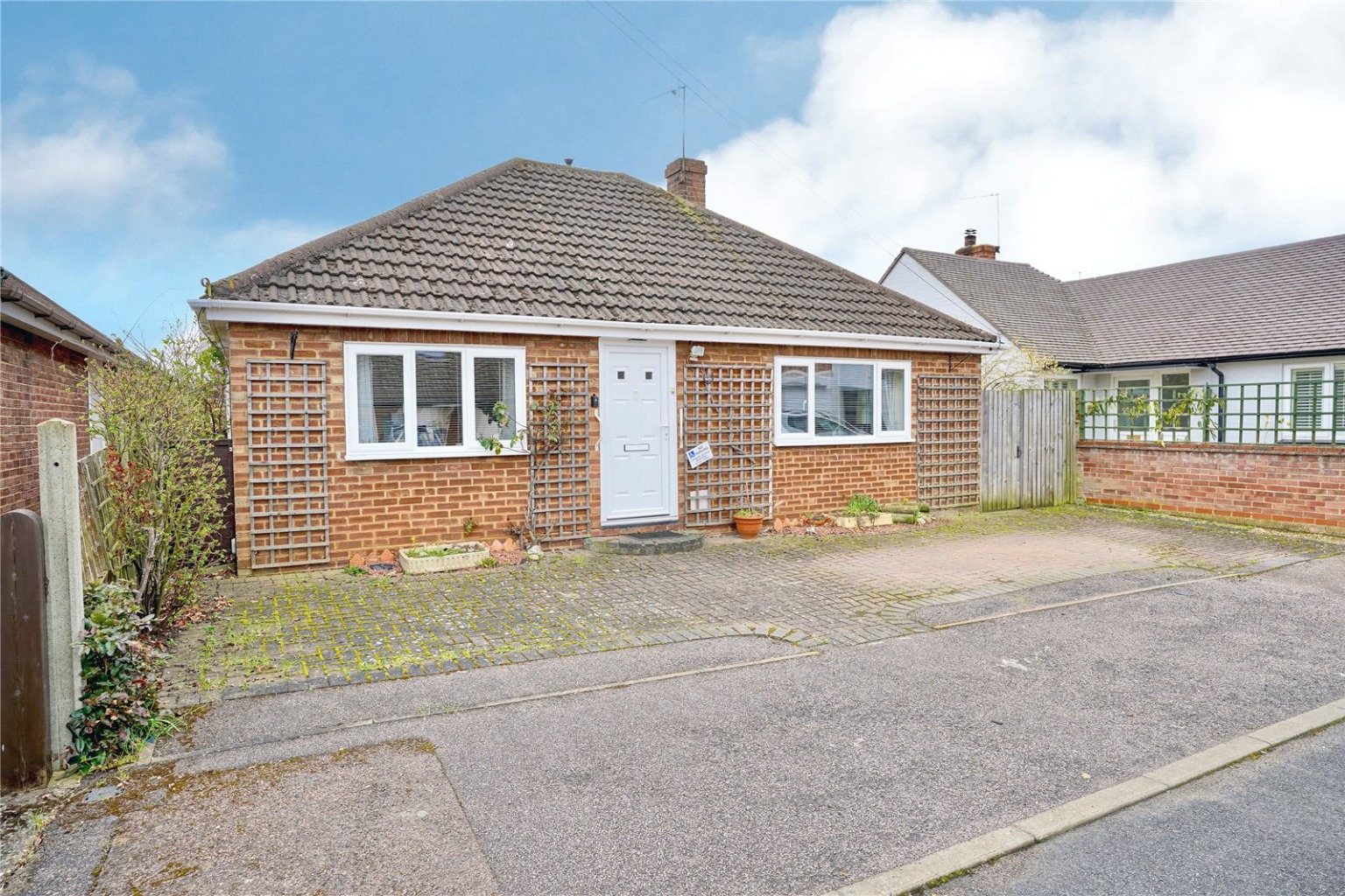 2 bed detached bungalow for sale in Parkway, St. Neots  - Property Image 1
