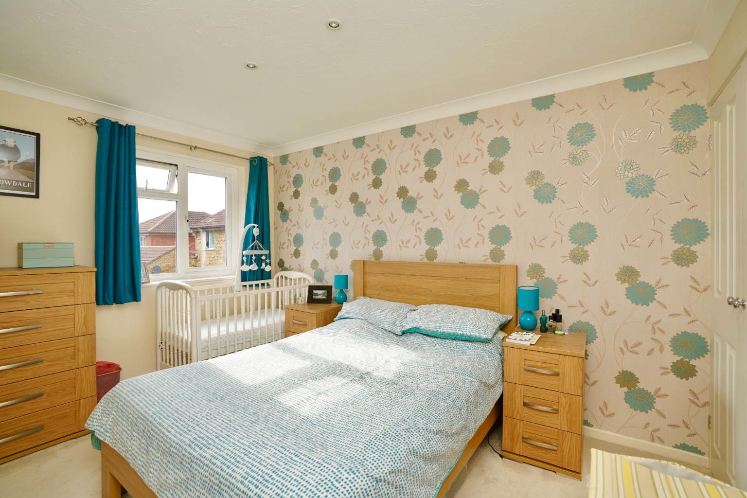 3 bed semi-detached house for sale in Carisbrooke Way, St. Neots  - Property Image 4
