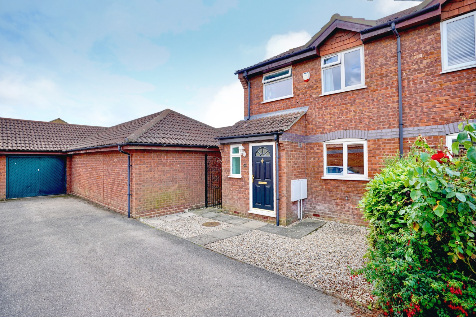 3 bed semi-detached house for sale in Carisbrooke Way, St. Neots  - Property Image 1