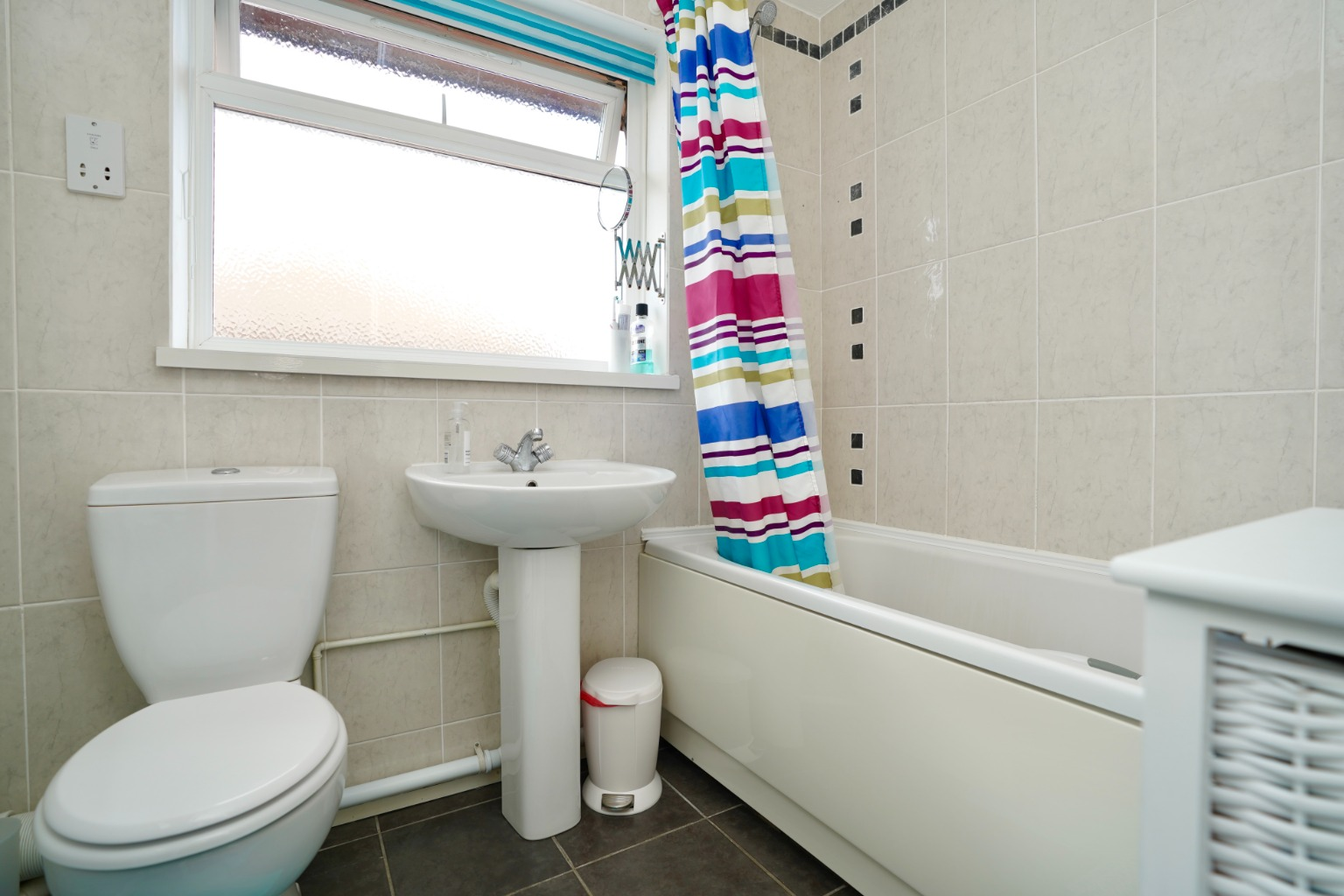 3 bed semi-detached house for sale in Carisbrooke Way, St. Neots  - Property Image 5