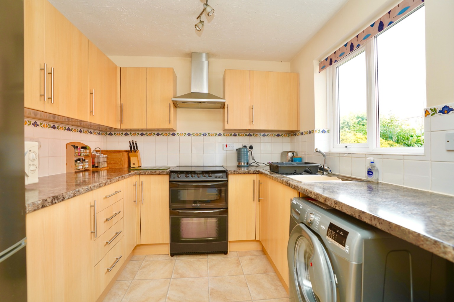 3 bed semi-detached house for sale in Carisbrooke Way, St. Neots  - Property Image 2