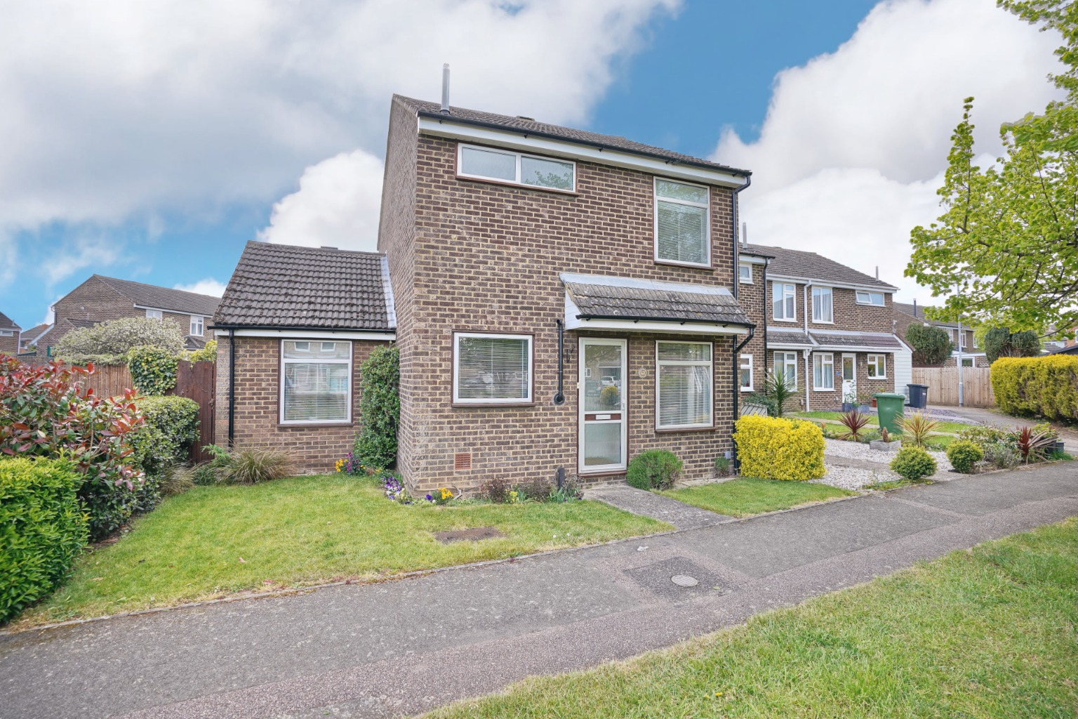 3 bed end of terrace house for sale in Arnhem Close, St. Neots - Property Image 1