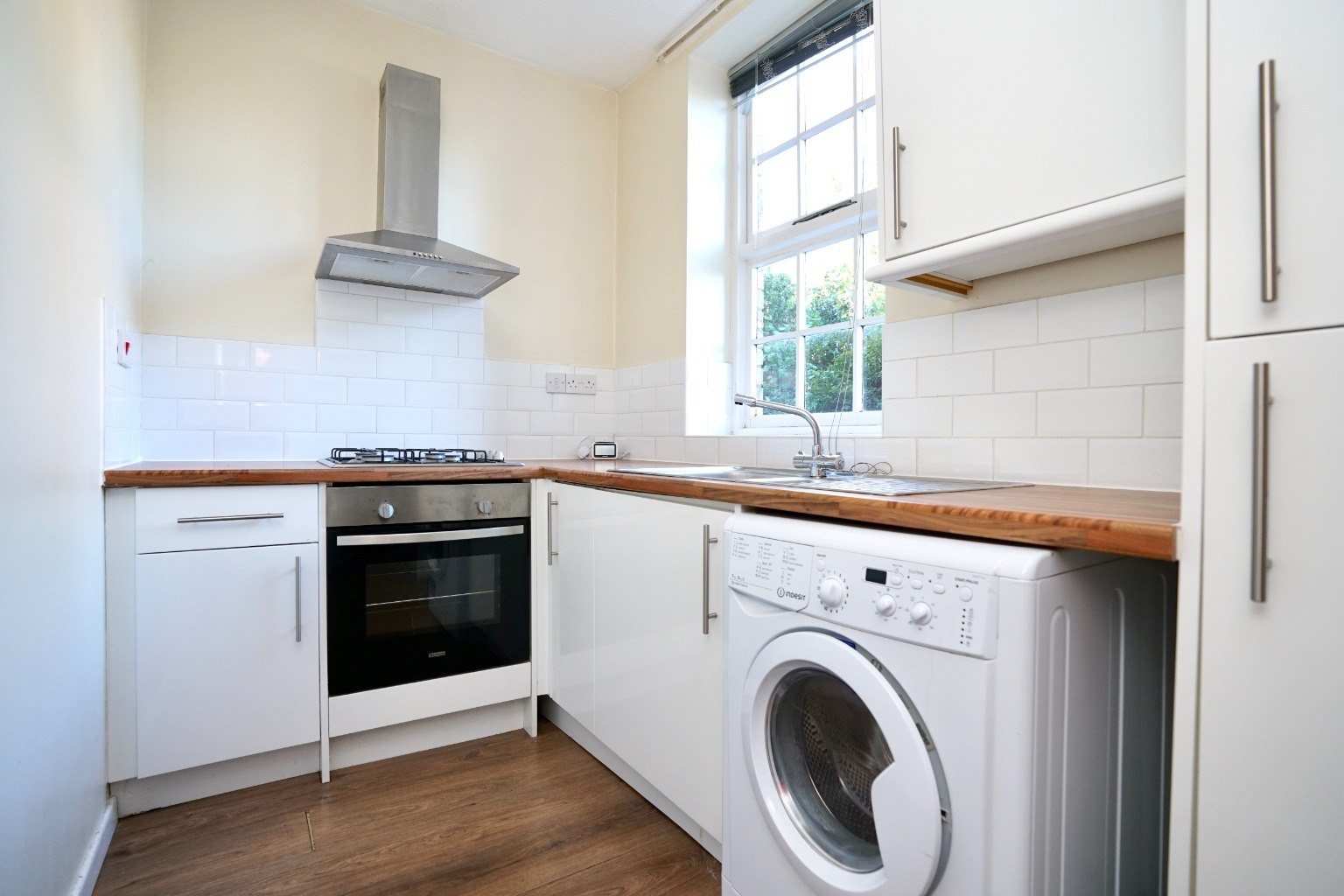 1 bed ground floor flat for sale in Linclare Place, St. Neots  - Property Image 2
