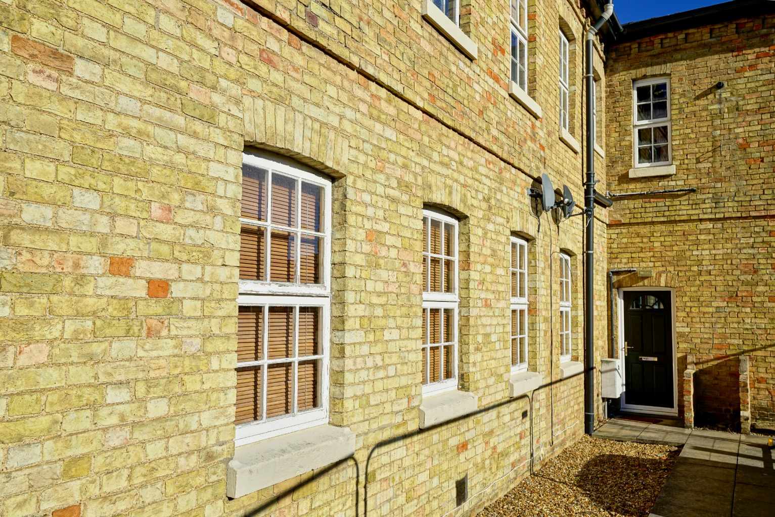 1 bed ground floor flat for sale in Linclare Place, St. Neots  - Property Image 1