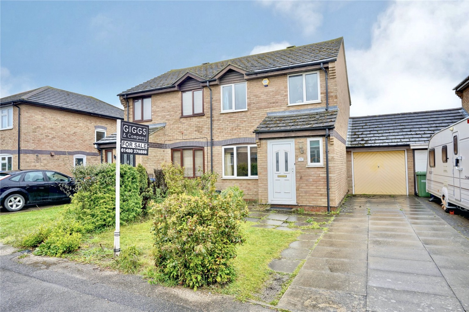 3 bed semi-detached house for sale in Pembroke Avenue, St. Neots  - Property Image 1