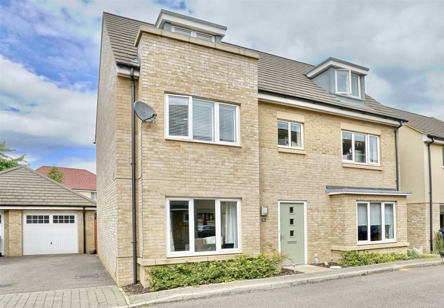 5 bed detached house for sale in Day Close, St. Neots - Property Image 1